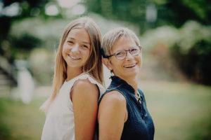 Portrait d une mere et sa fille adolescente