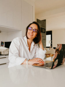 Oxanaphotography realise une seance photo a distance pour Georgina Sorin